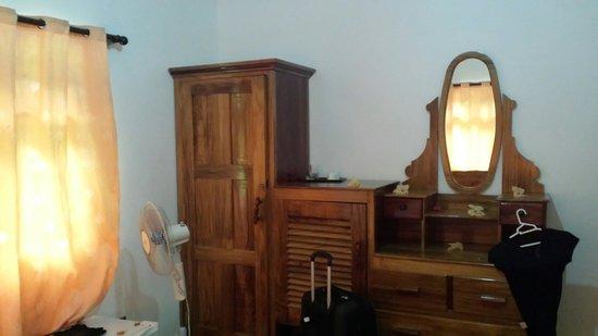 Omusee Guesthouse: Meuble vieillot