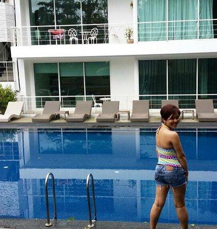 The Trees Club Resort: pool side