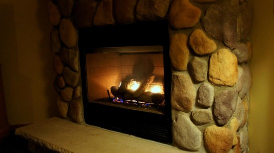 Black Bear Lodge: the gas fireplace