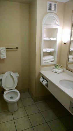 Holiday Inn Express Ames: Only three towels sets in a Q/Q is a no-no!