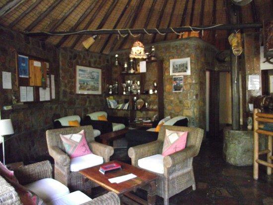 Ndole Bay Lodge: Lounge and Bar Ndole
