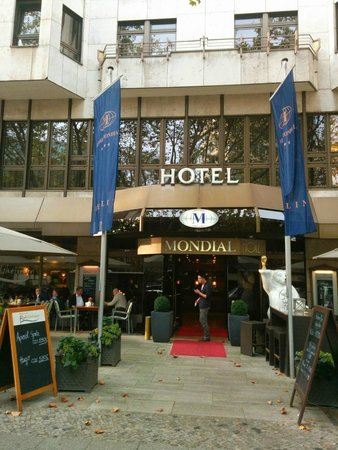 Hotel Mondial: Front View