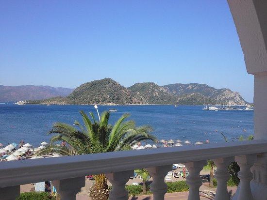Kontes Beach Hotel: Utsikt fra 2. etg.