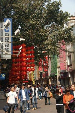 Beijing Road Ancient Avenue: Пекинская улица в канун Нового года