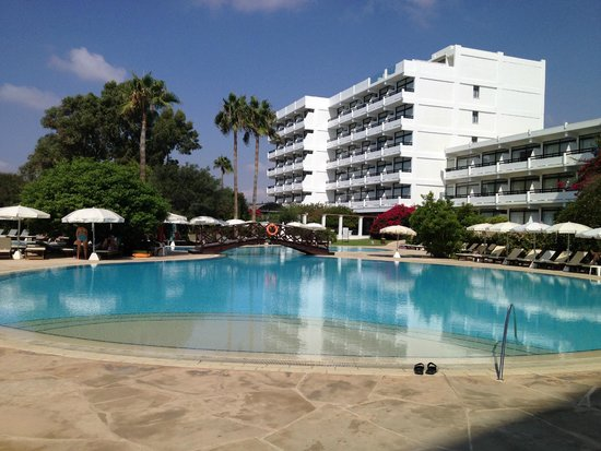 Grecian Bay Hotel: Pool