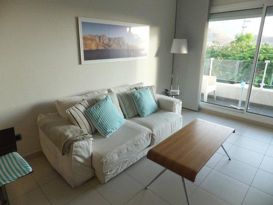 TheSuites GranCanaria: Wohnbereich mit Balkon