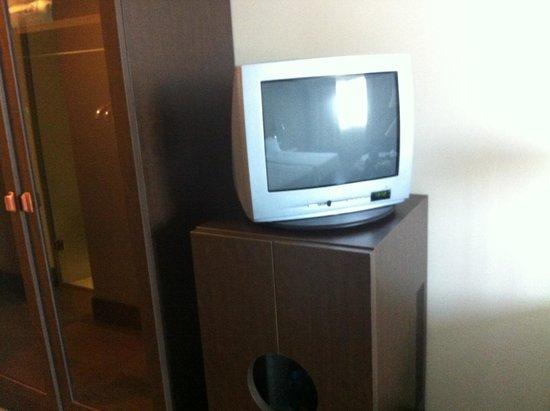 NH Alicante: La televisión uno poco anticuada, desentona con el conjunto