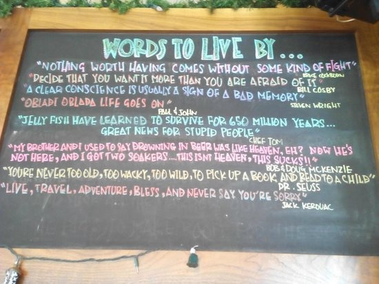 Truffle Pigs Bistro & Lounge: Cartel en la barra del bar
