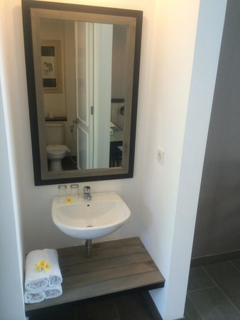 7 Bidadari Boutique Hotel: Sink outside bathroom