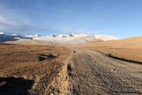 Mt. Qomolangma Nature Reserve : The drive to base camp is 100km/3hrs on a rough gravel road, but you will get stunning views enr