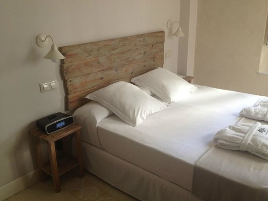 Hotel Boutique Elvira Plaza: Letto