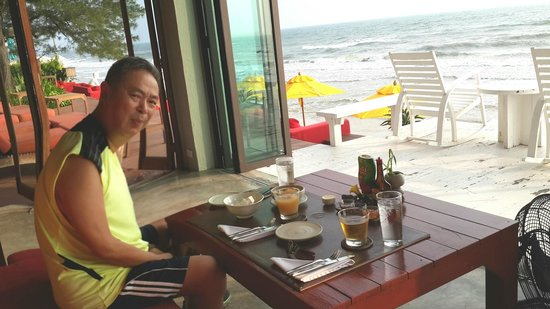 Let's Sea Hua Hin's Beach Restaurant: an excellent breakfast