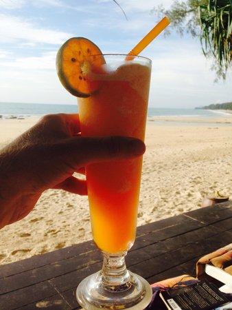 Lanta Castaway Beach Resort: Nom nom nom