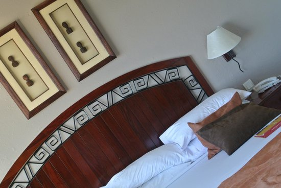Bulawayo Rainbow Hotel: The beds and linens must be new, so awesome