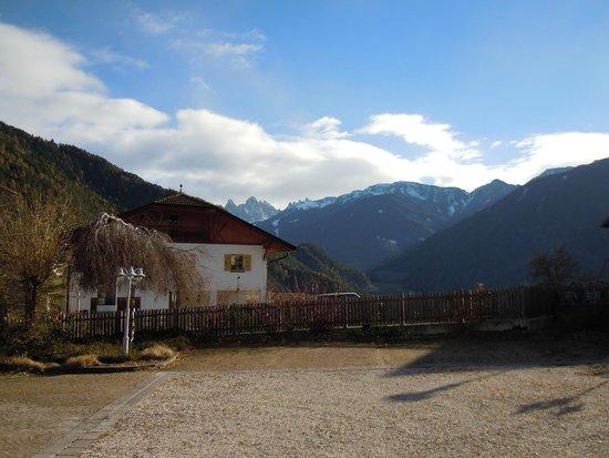 Hotel Gasthof Stern : La vista dal parcheggio dell'hotel