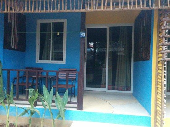 Cha-Ba Bungalows & Art Gallery: Little porch s3