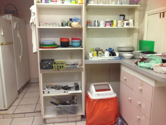 Narrara Backpackers: kitchen