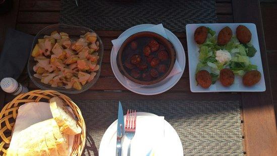Terraza La Cubierta: lunchtime tapas :-)