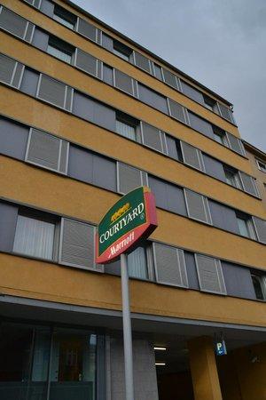 Courtyard by Marriott Vienna Schoenbrunn: Fachada hotel