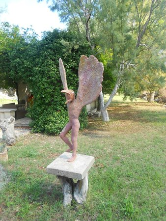Il Collegio : Host David's sculptures are dotted around the grounds