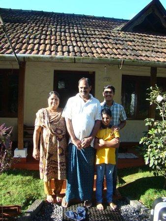 Rose Gardens Homestay: Tomie et sa famille