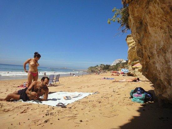 Nudista en la playa