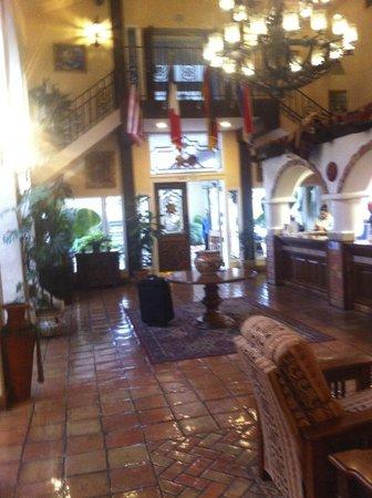 Hilton Garden Inn Palm Springs/Rancho Mirage: concourse