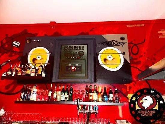 Province of Ferrara, Italien: chicago ghetto blaster bar