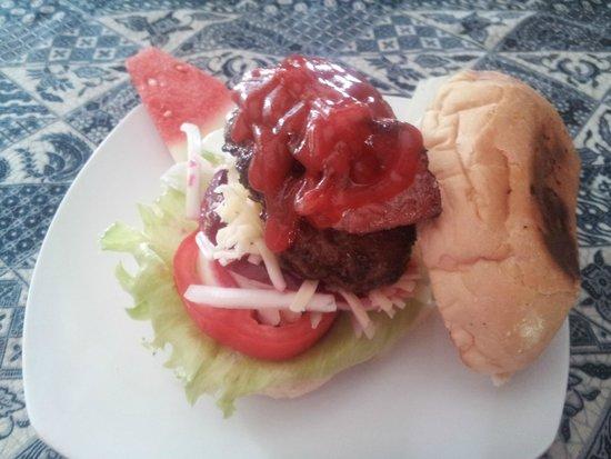 Ari Home Stay & Hot Dog Shop : Hamburger