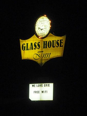 Glass House Inn: Retro Motel Sign