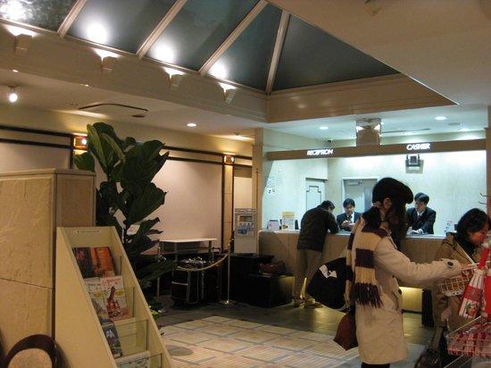 Court Hotel Hiroshima: ホテルのフロント