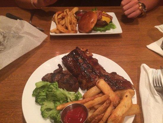 Lone Star Steakhouse & Saloon: Steak and ribs