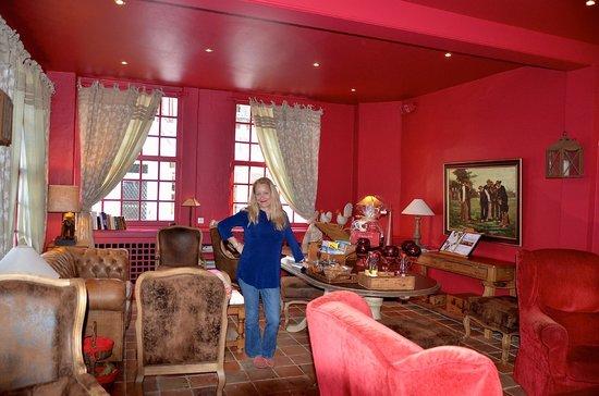 Les Maisons de Lea : The Salon