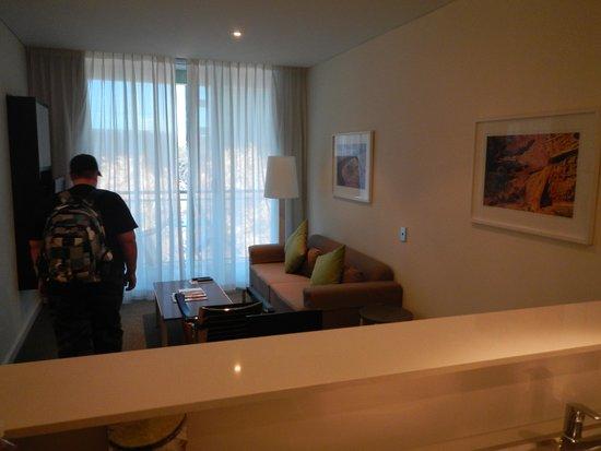 Adina Apartment Hotel Perth: Lounge / Balcony