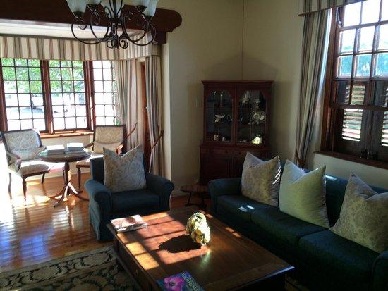 Glen Avon Lodge : Lounge at the main house