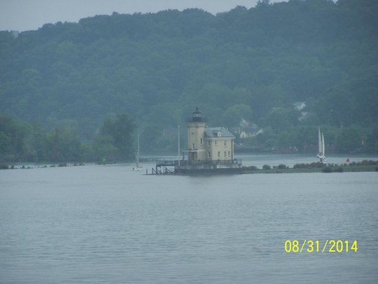 The Rhinecliff: Light House out on the river.