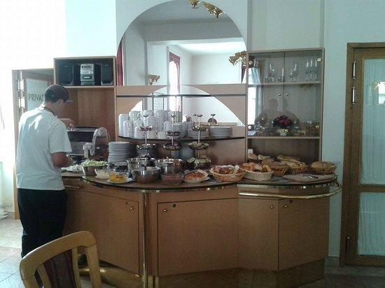 Queen Mary Hotel: breakfast
