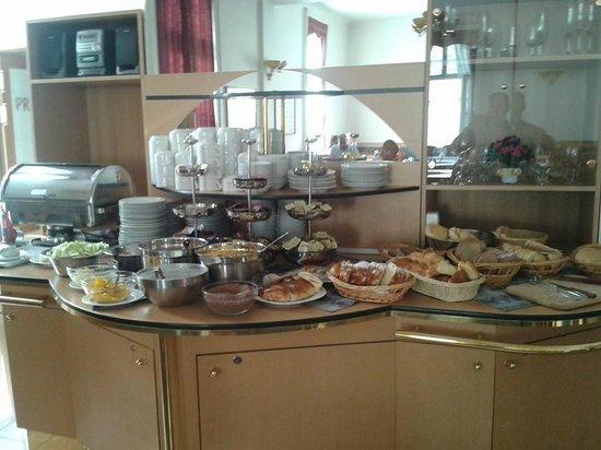 Queen Mary Hotel: btrakfast