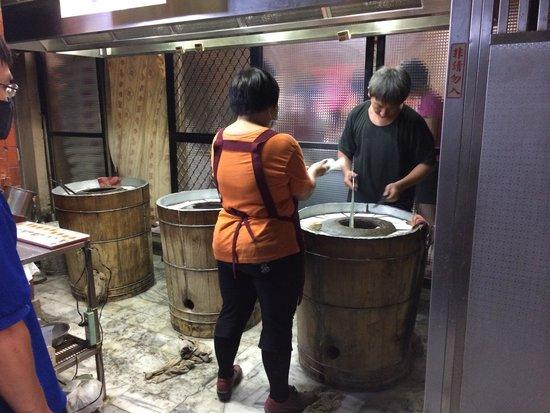 Fuzhou Yuanzu Hujiaobing: 釜で焼きたてがいただけます