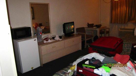 Four Corners Inn: Room