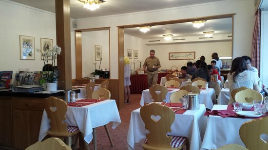Hotel Bernerhof: Restaurante no café da manhã