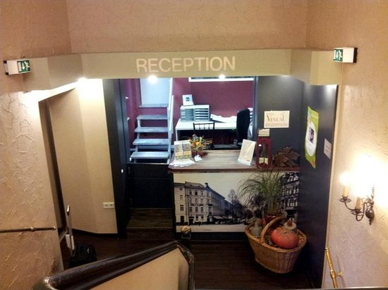 Hotel Vinum: Recption is on the second floor - you can take the stairs or an elevator