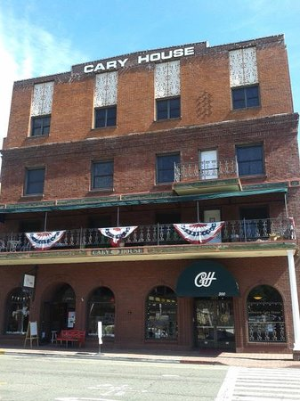 Historic Cary House Hotel: outside