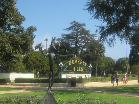 Maison 140 Beverly Hills: Beverley Hills Park and Signage