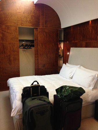 COMO The Halkin: Room and difficult to access cupboard