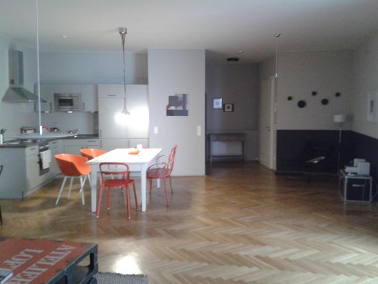 The Circus Apartments: Our appartment