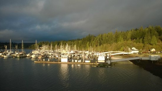 Port Ludlow, Waszyngton: A sunbreak view of the marina in October