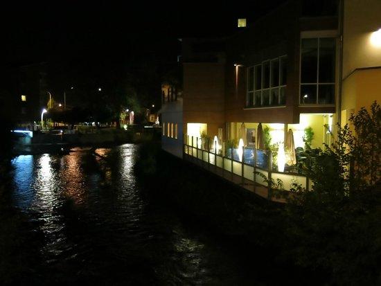 Ambassador Hotel Bosten: Flussseite an der Hill