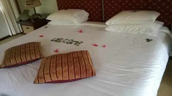 """Leopard Walk Lodge: Bed decoration that """"Welcomed"""" us on arrival"""