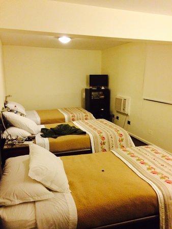 Hotel Neruda Express: Habitación triple